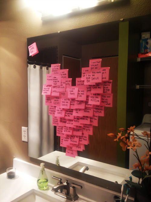 Mi lehet ennél egyszerűbb? Fürdőszobatükör, rózsaszín jegyzettömb és pár szerelmes üzenet...